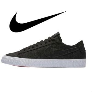 Nike Men's SB Zoom Blazer Low Canvas Size 8.5